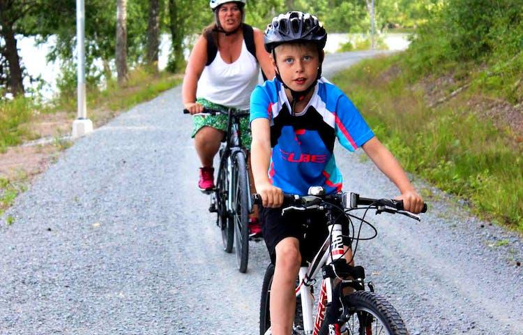 Två cyklister på Unionsleden