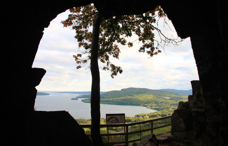 Utsikt från grottan vid Skuleberget.