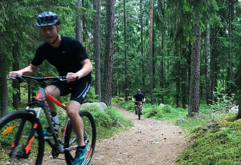 Cyklist i MTB-spåret