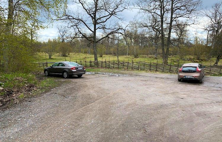 Parkeringen vid Häverö prästäng. Foto: Länsstyrelsen