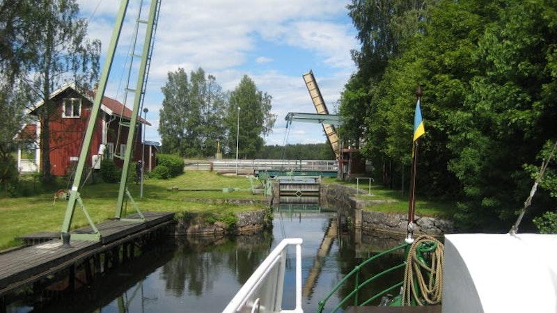 Långbrons slusstation