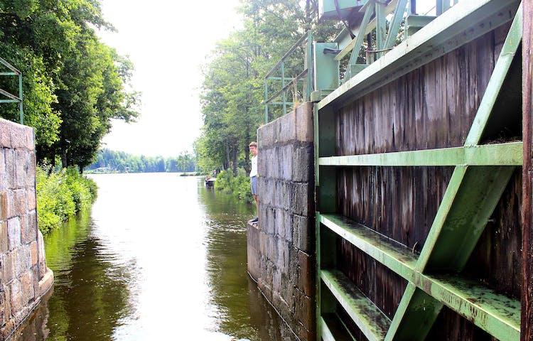 Sluss 18 öppnar in mot Laxsjön