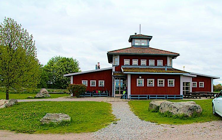 Naturskolan Asköviken ger elever i Västerås möjlighet att lära sig om naturen ute i naturen.