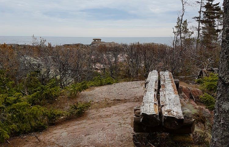 Fina platser för att vila benen och njuta av utsikten. Foto: Josefin Sundberg