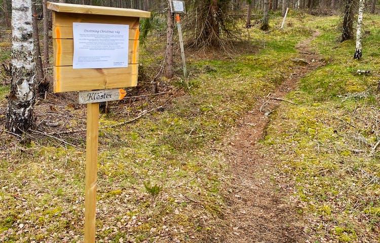 Drottning Kristinas väg, en stig som leder in i skogen.