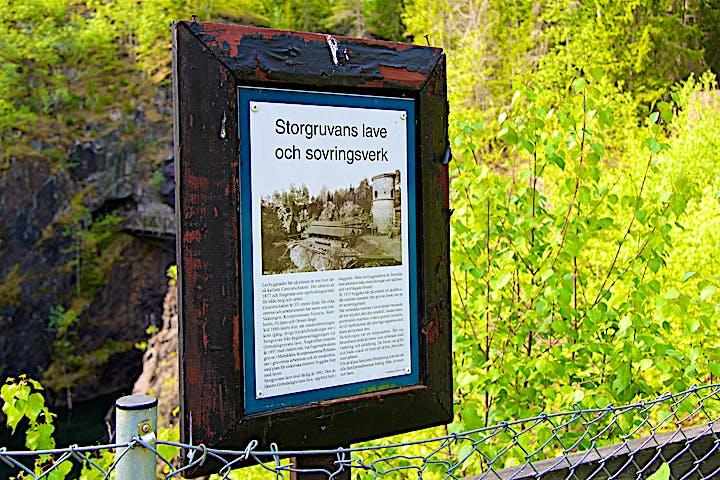 Informationsskylt om Storgruvans lave och sovringsverk.