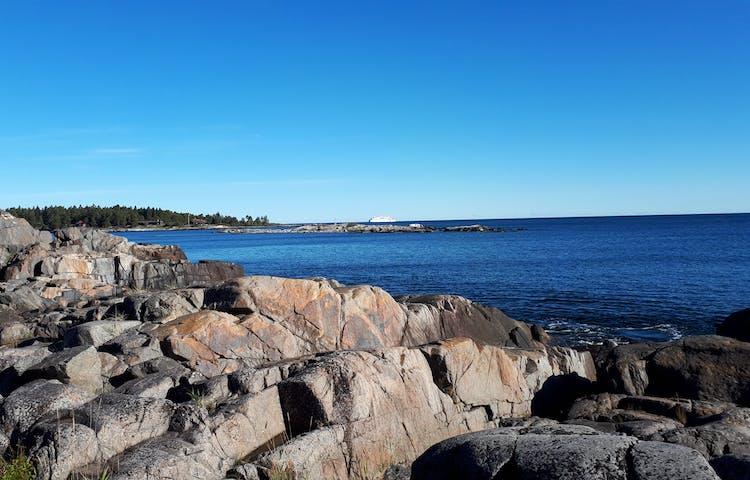 Tullviksbäckens naturreservat med utsikt mot farleden i norr. Foto: Kjell Andersson