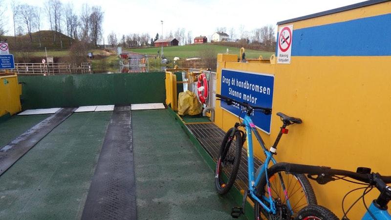 Upptäck båda sidor av Byälven, ta färja till härliga backar och vyer Photo: Nysäters Cyklar